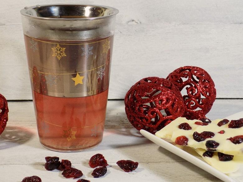 DAVIDsTEA White Cranberry Bark Tea Review - Brewing