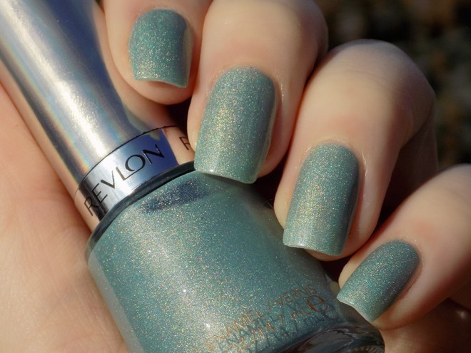 Revlon Fairy Dust HoloChrome Polishes Swatch in Sunlight