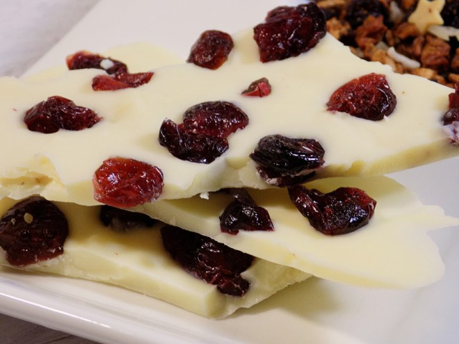 White Chocolate Cranberry Bark Recipe to go with DAVIDsTEA White Cranberry Bark Tea