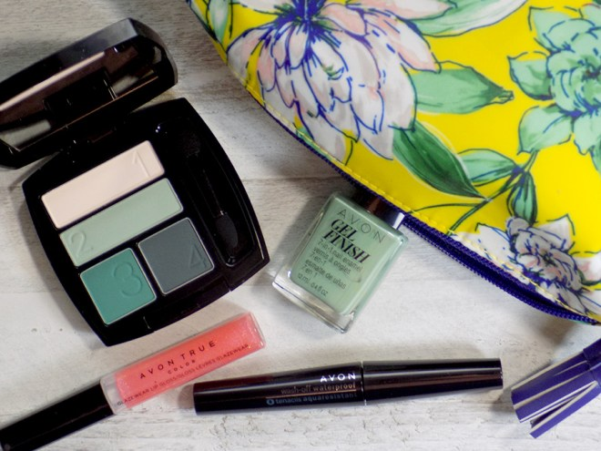Going Green with Avon On The Vine Matte Eyeshadow Quad Canada (Savannah Blooms)