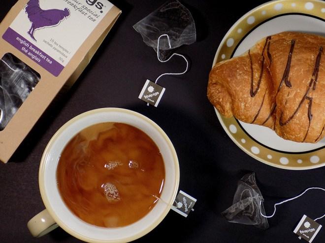 Teapigs English Breakfast Tea Review - Adding Milk