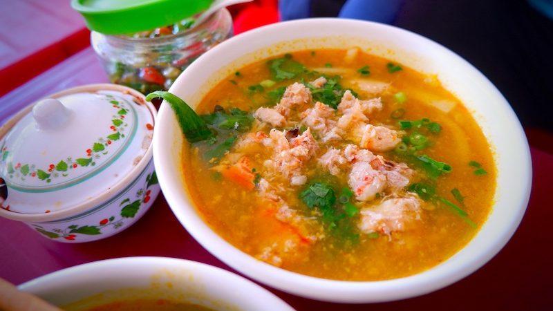 【ベトナム】古都フエでもちもち麺が美味しいバンカンクア(カニうどん)を食べる
