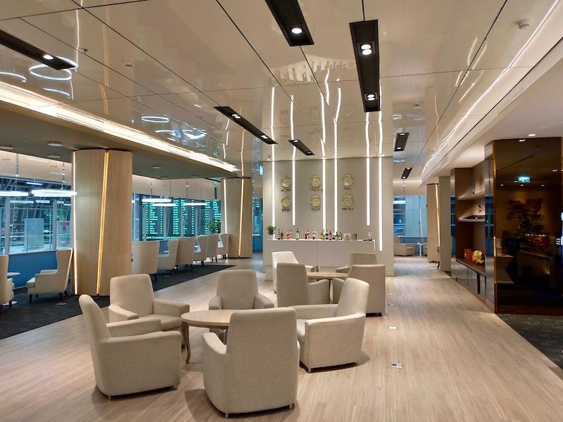 【空港ラウンジ】バンコク・スワンナプーム国際空港(BKK)国際線コンコースD「Miracle First Class Lounge」