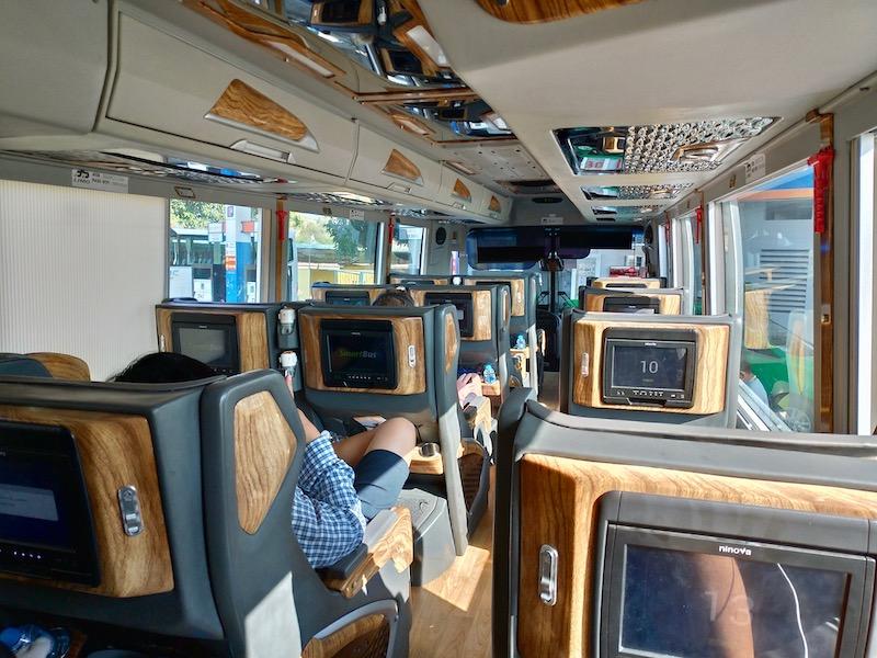 【ベトナム】ムイネーからホーチミンへの行き方(3S LIMO社VIPバス編)