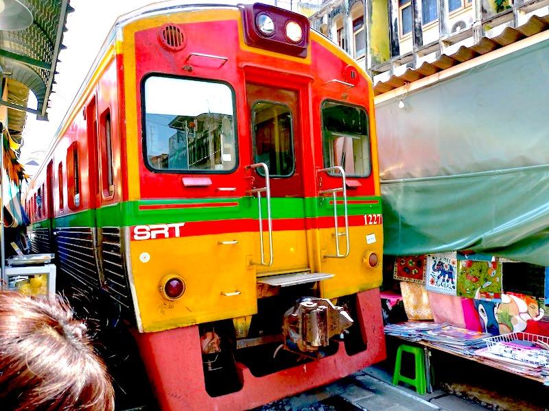 【タイ】バンコクから日帰りでメークロン市場/Mae Klong Marketへ