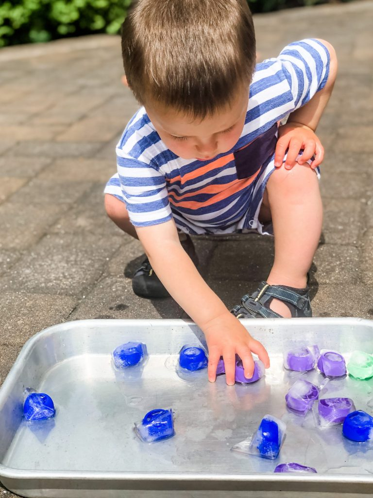 Simple outdoor activities for your toddler or preschooler that involve little prep work & lots of fun! Keep them learning & developing motor skills outside