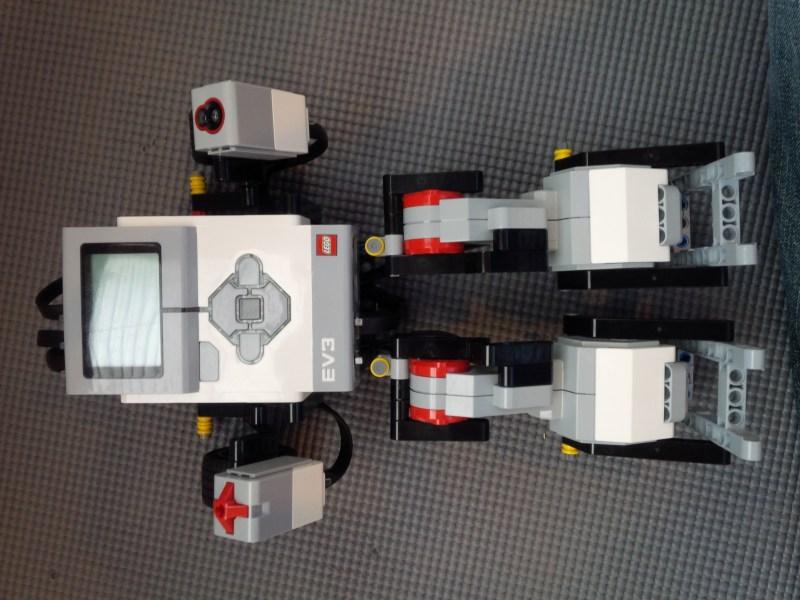 Vue avant du robot de danse Lego Mindstorms