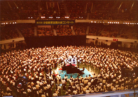 Suzuki-Violinists-at-the-Budokan