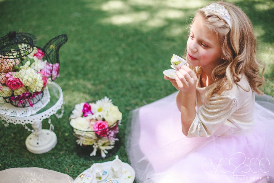 Little girls' tea party