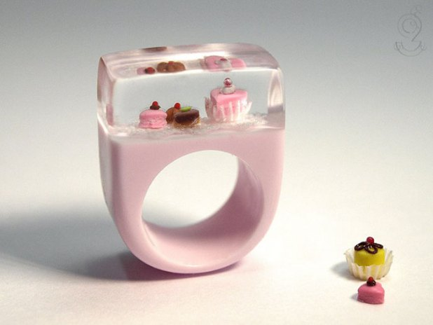 miniature-worlds-inside-jewelry-isabell-kiefhaber-17