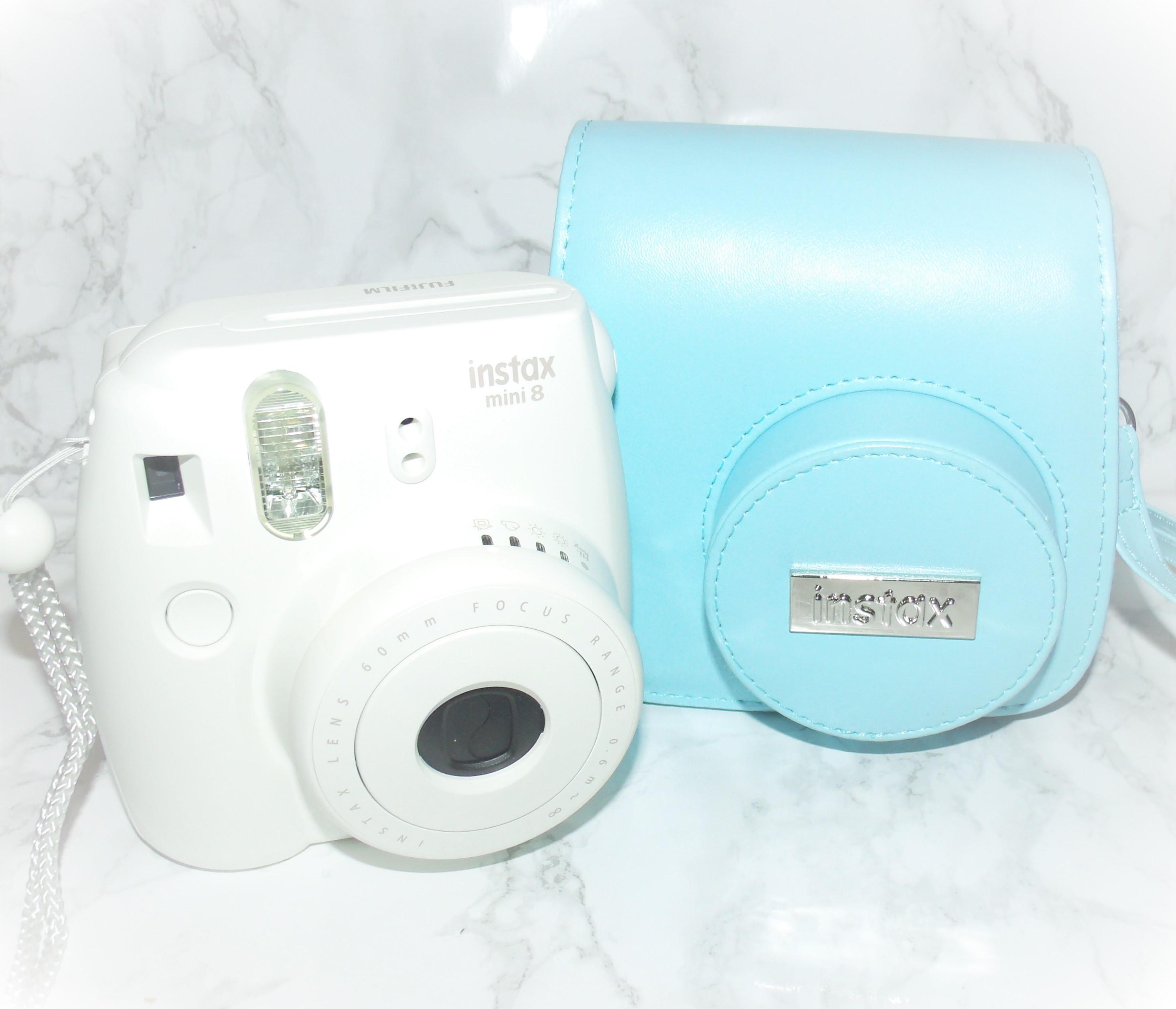 Fujifilm Instax Mini 8 White with Blue Case