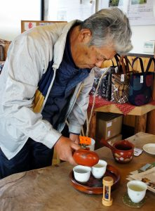 Hagiwara-san making temomicha, a silver medal winner at National Tea Competition.