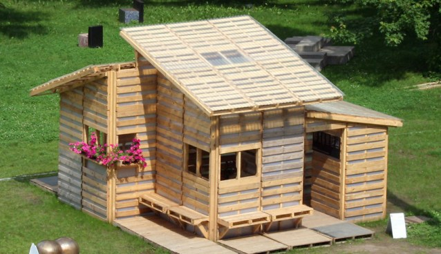 "DIY Saturday #6 – I-Beam ""Ikea style"" Pallet House"