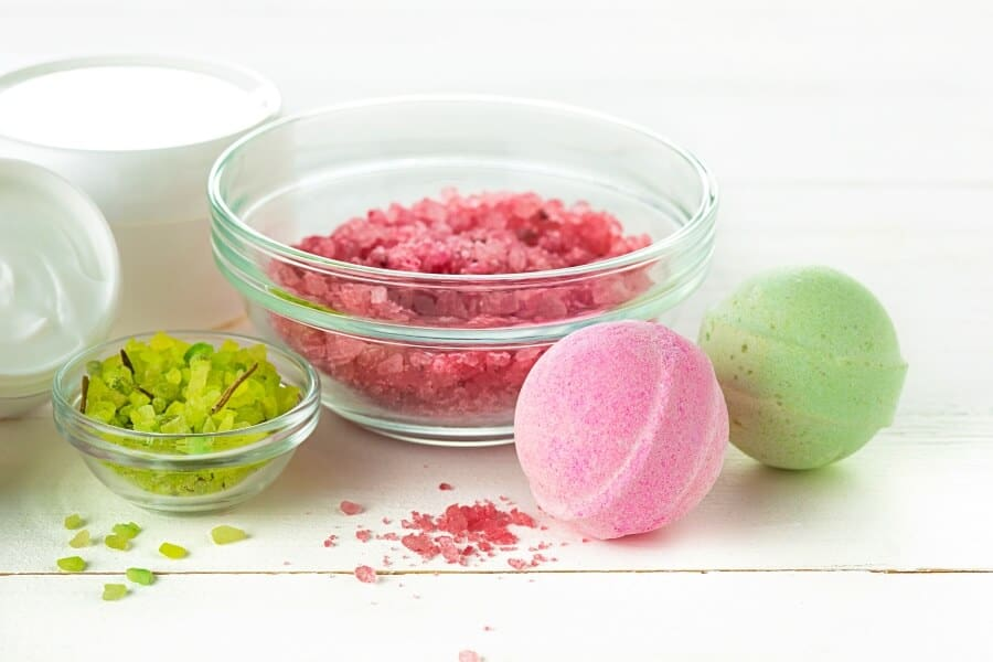 DIY Bath Bombs: How To Make Easy Bath Bombs That FIZZ