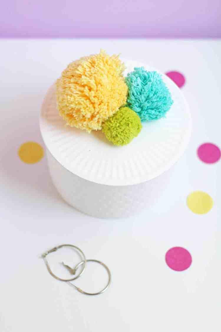Jewelry box diy craft idea to organize your jewelry.
