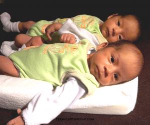 Breastfeeding Twins FAQ #Breastfeeding #twins #newborn #nursing #faq Team-Cartwright.com