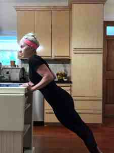 30-second exercises for moms. #momworkout #momtips Team-Cartwright.com