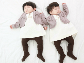 How to Conquer the 45 Minute Intruder with Twins. Strategies to help your twins nap for longer than 45 minutes. #45 #minute #intruder #twins #nap #sleep #newborn Team-Cartwright.com