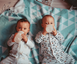 How to do Baby Led Weaning with twins. It is the perfect method for mutliples! #Baby #Led #Weaning #BLW #twins #solid #food Team-Cartwright.com