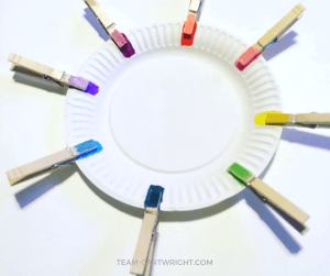 Practice colors with paper plates and clothespins! Kids can work on matching and color skills while practicing fine motor skills. #learning #activity #toddler #preschool #colors #matching #easy Team-Cartwright.com
