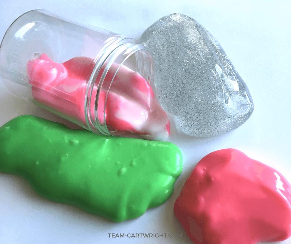 Christmas Slime for kids! Learn how to make 7 easy and fun holiday slimes and enjoy some sensory STEM! #ChristmasSlime #SensoryActivity #ChristmasLearning #LearningActivity #ChristmasCraft #Toddler #preschool #kid Team-Cartwright.com