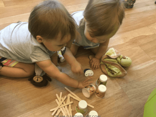 Learn the importance of independent play with twins and how to fit this solitary play development. #Twins #IndependentPlay #IndependentPlayWithTwins #TwinSchedule #Babywise #BabywiseTwins Team-Cartwright.com