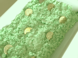 Leprechaun Snow: A St. Patrick's Day Sensor STEM Activity. Learn who to make this easy and fun leprechaun learning activity with your kids! #Leprechaun #SensorySTEM #StPatricksDayLearning Team-Cartwright.com