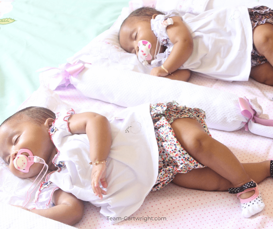 Identical vs Fraternal Twins: What's the difference? Learn how fraternal twins and identical twins are formed in the womb and how you know which type you have. #Twinning #IdenticalTwins #FraternalTwins #TwinPregnancy Team-Cartwright.com