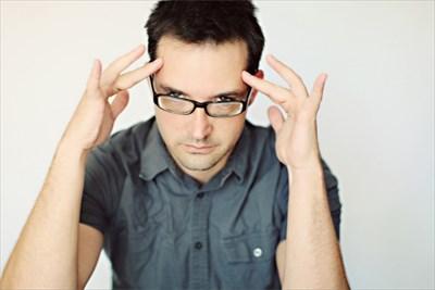メガネが疲れる、には必ず原因があります