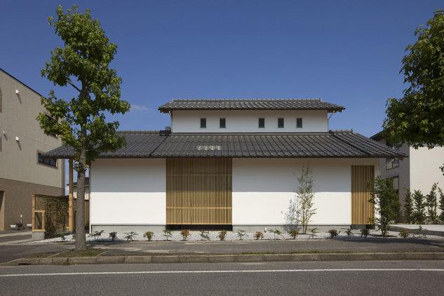 旗ヶ崎の家(漆喰と格子)
