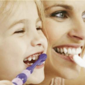 I bambini dai cinque agli undici anni devono usare spazzolini manuali o elettrici?