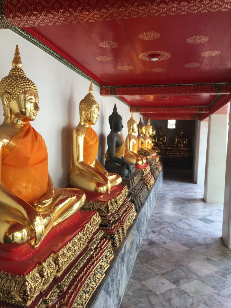 Wat Pho Bangkok statues