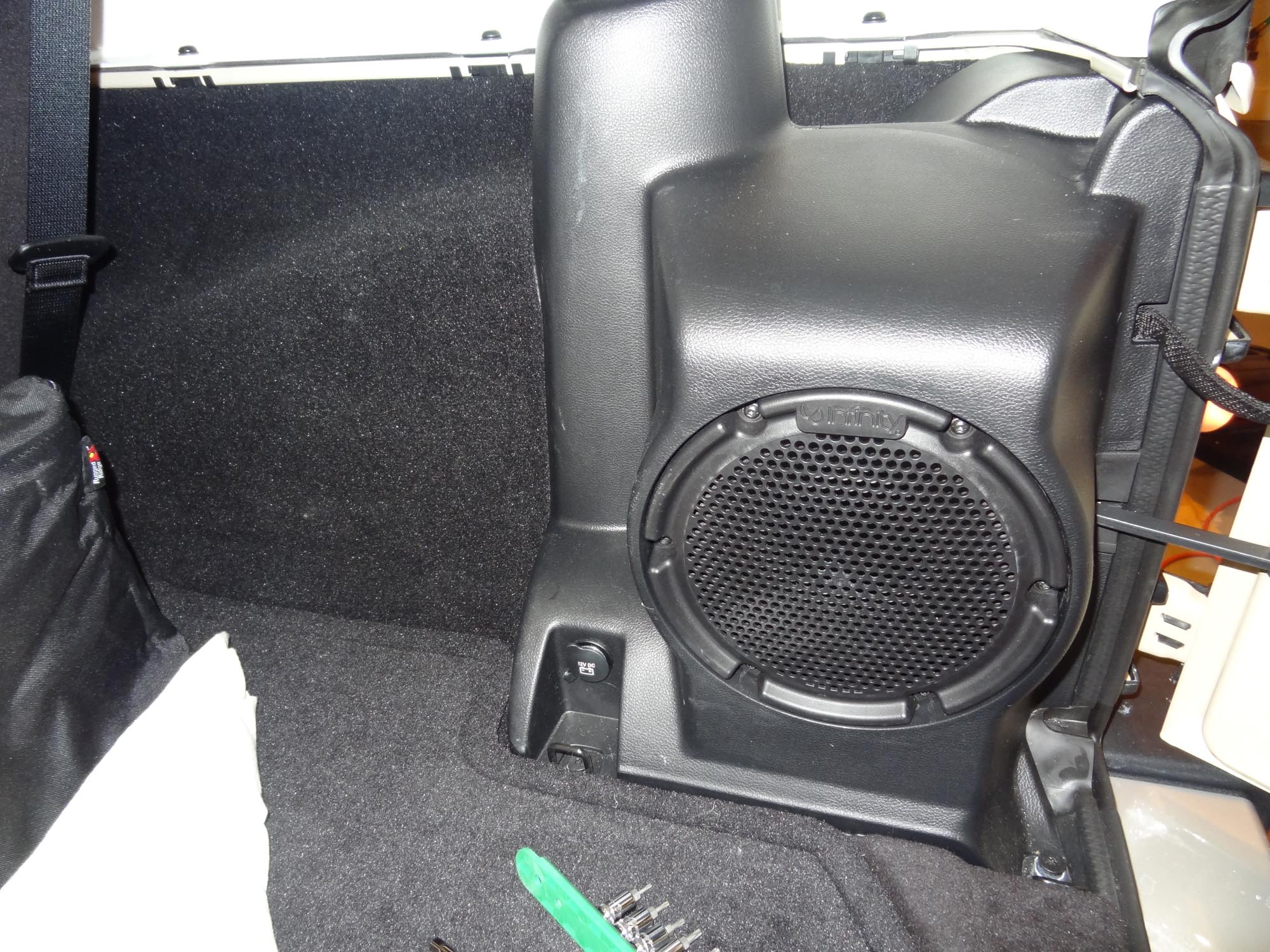 hight resolution of jeep wrangler factory subwoofer wiring
