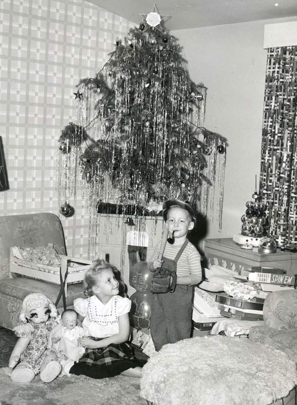 26 Funny Christmas Photos for the Whole Family ~ vintage snap 1950s Christmas kids presents tree