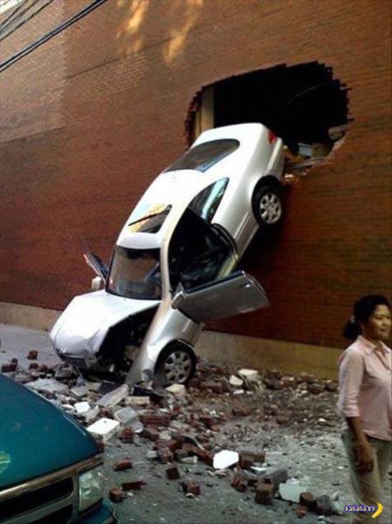 parking fail ~ driving through wall