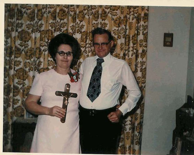 Another successful Tuesday night exorcism for Gladys and Gerald ~ 33 Awkward Funny Family Photos