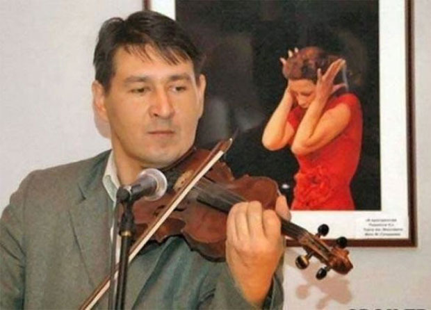 He's good! ~ concert man playing violin in front of painting of woman cover her ears