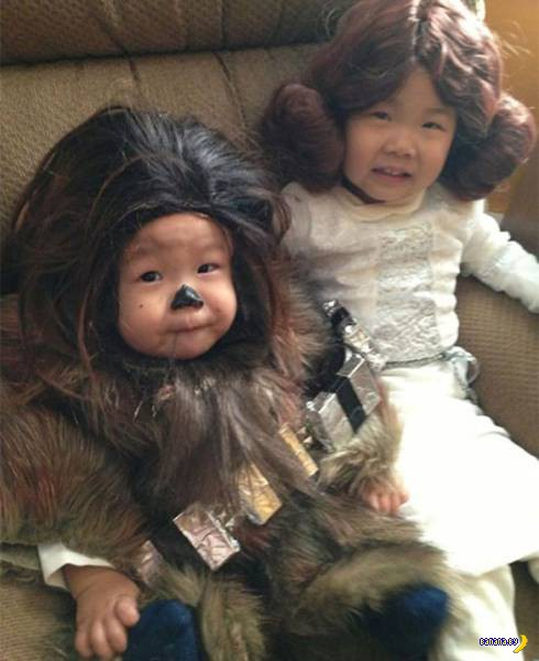 Kids dressed as Chewbacca and Princess Leia, Star WRS ~ Best Halloween Costumes