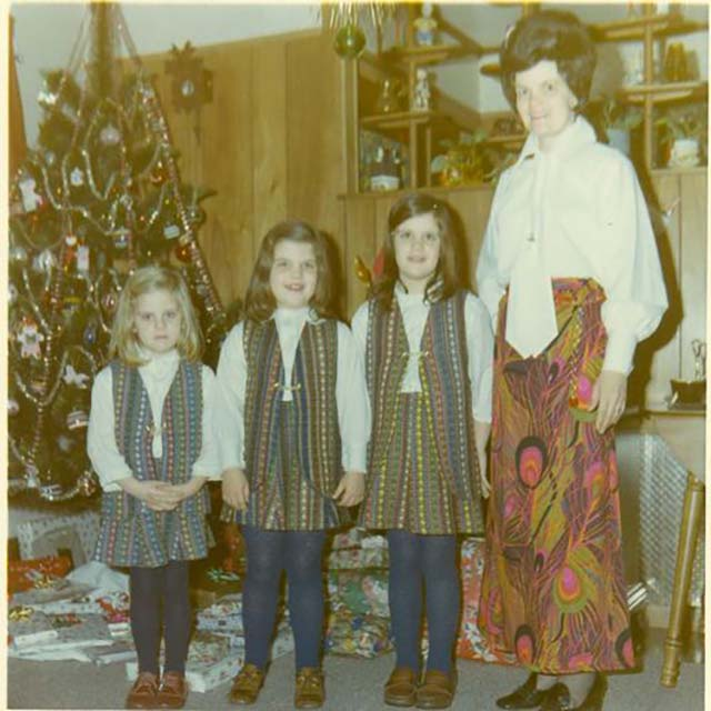 It appears that Grandma Giselle has passed on her fashion sense to her granddaughters ~ Funny Family Christmas Photos ~ vintage 1970s fashions, matching outfits