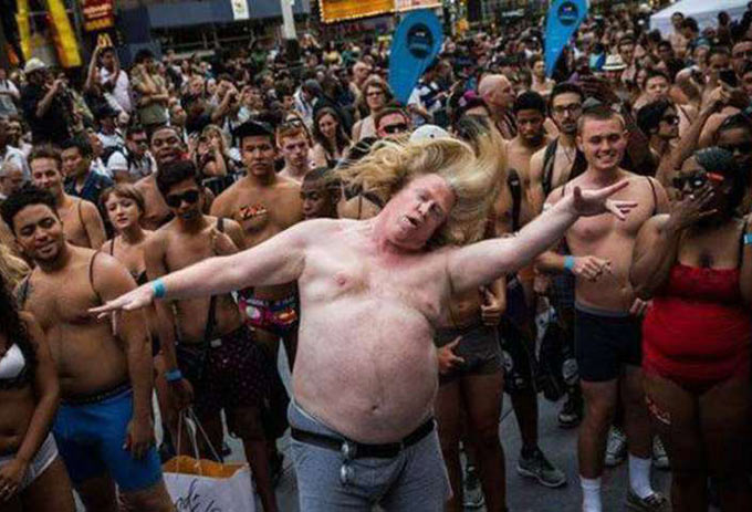 The moment Def Leppard took the stage at Moondance Jam Classic Rock Fest. ~.~ funny awkward family pics fat man dancing at concert