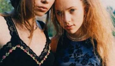 37 Rare Celebrity Photos You Really Should See ~ young Jessica Biel and Scarlett Johansson
