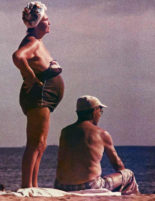 31 Funny Awkward Family Photos ~ vintage snap old couple beach bathing suits