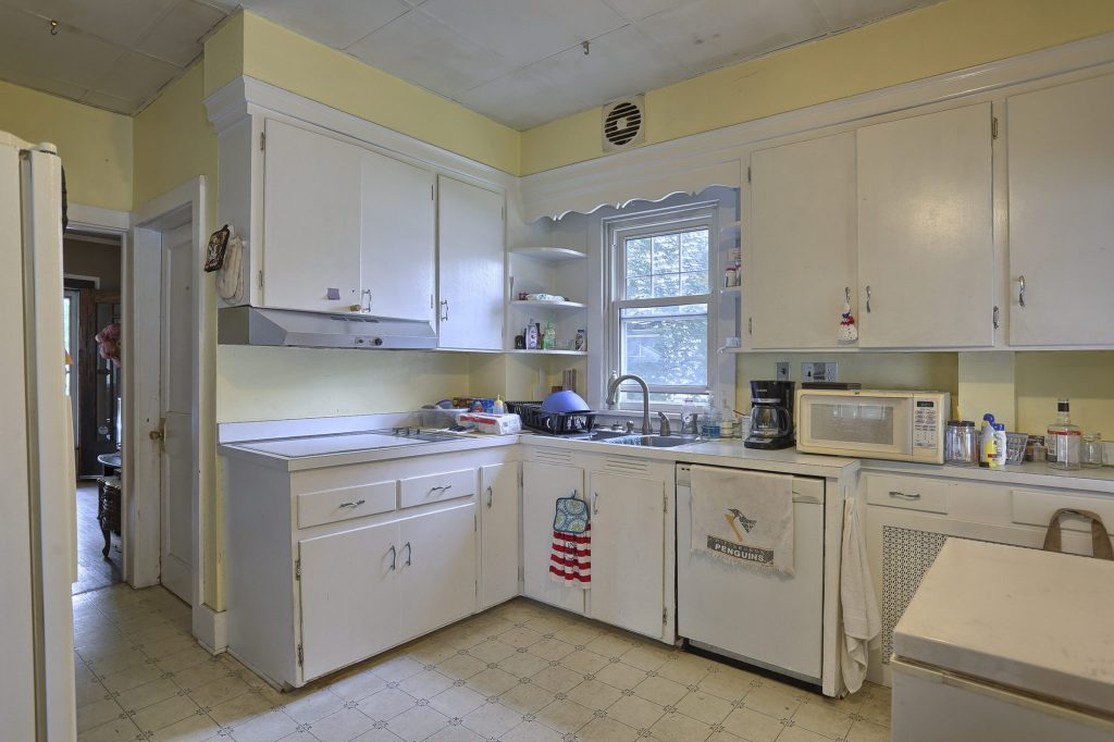 195 Walnut Street - Kitchen