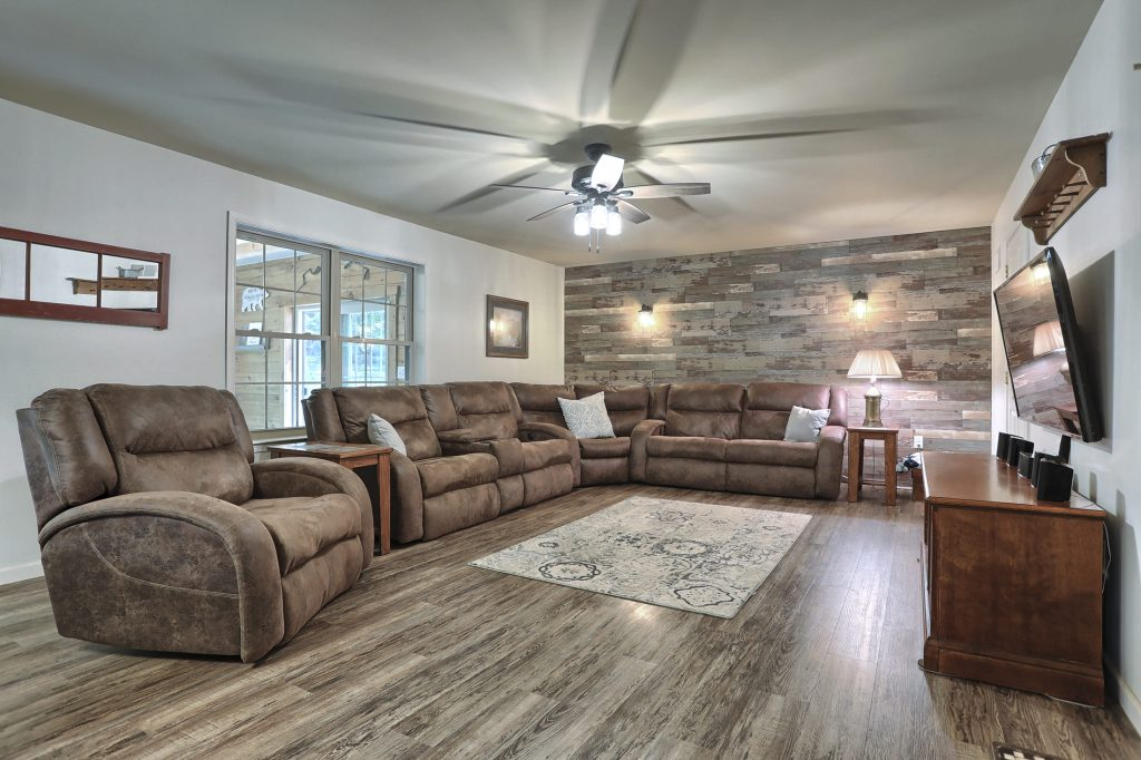 204 Black Oak Road - Family Room