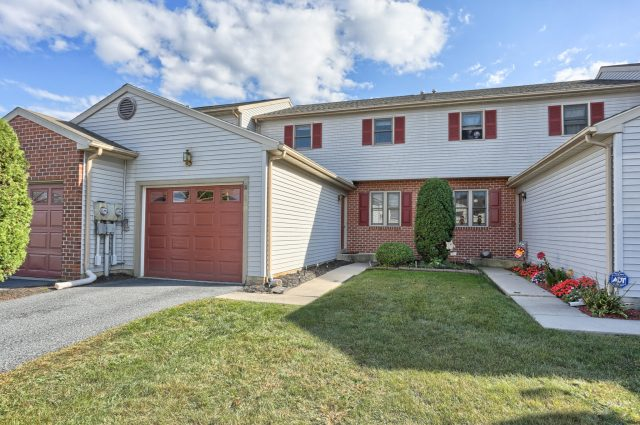 2160 Walnut St, Lebanon PA 17042 - Townhome for sale
