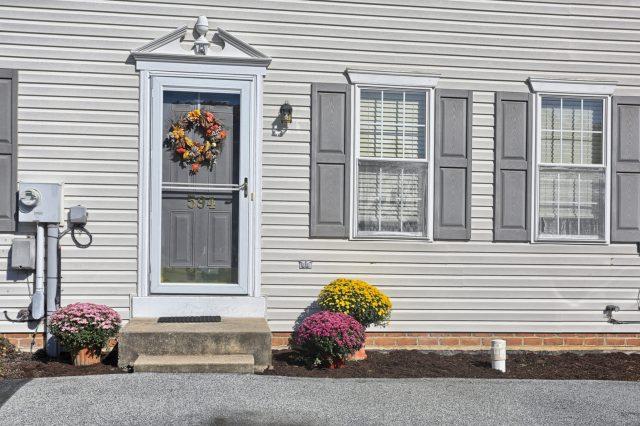 594 Cloverbrook Dr - Front Door