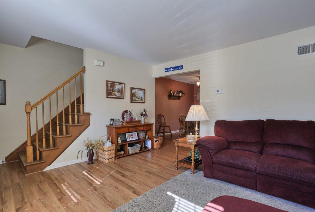 594 Cloverbrook Dr - Stairs