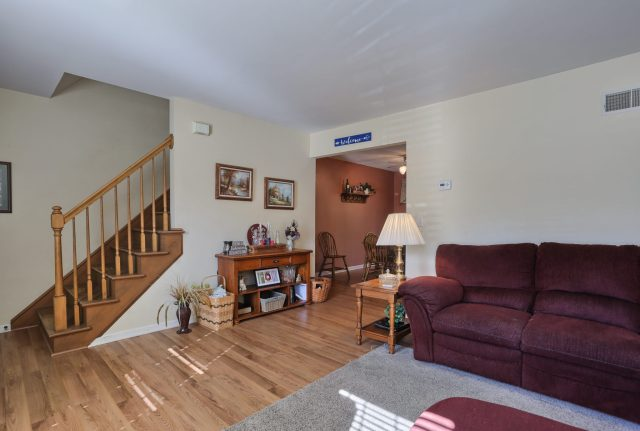 594 Cloverbrook Dr - Stairs