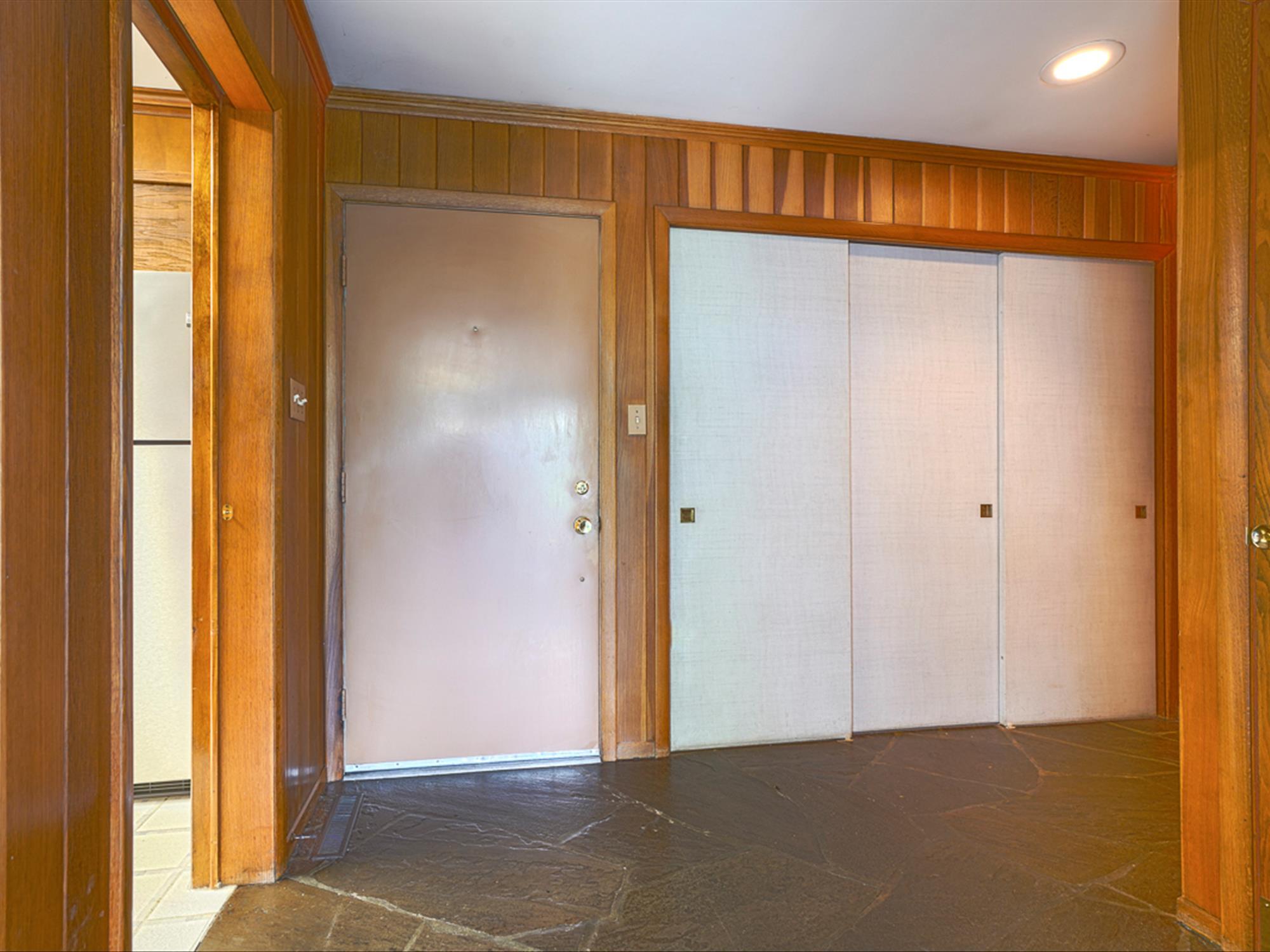 964 Reber St -Foyer