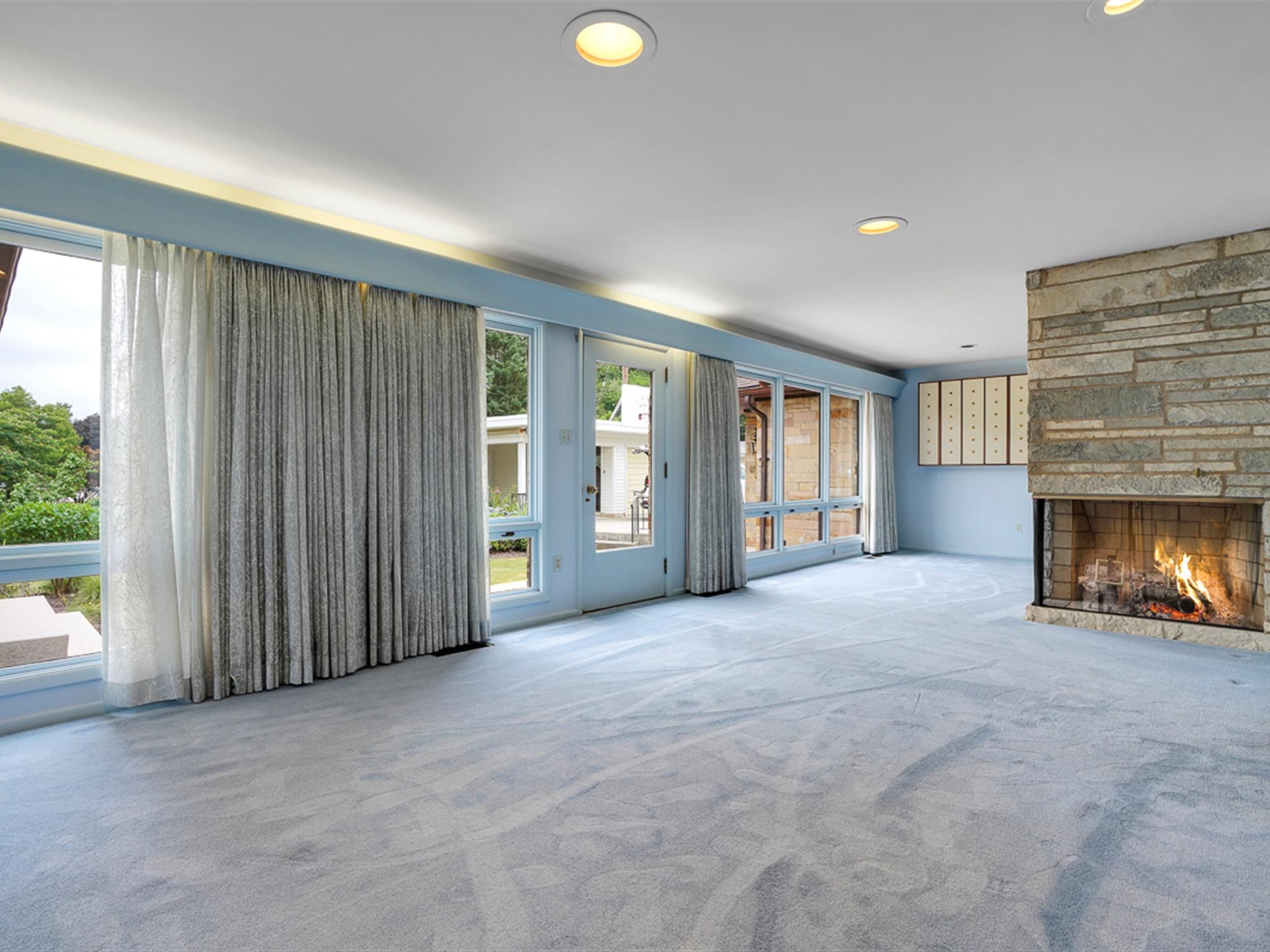 964 Reber St - Living Room